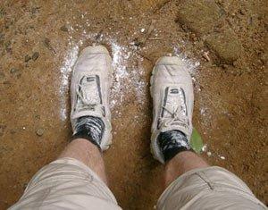 У азовстальца отняли кроссовки, фото-1